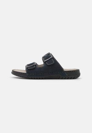 Pantofle - pazifik