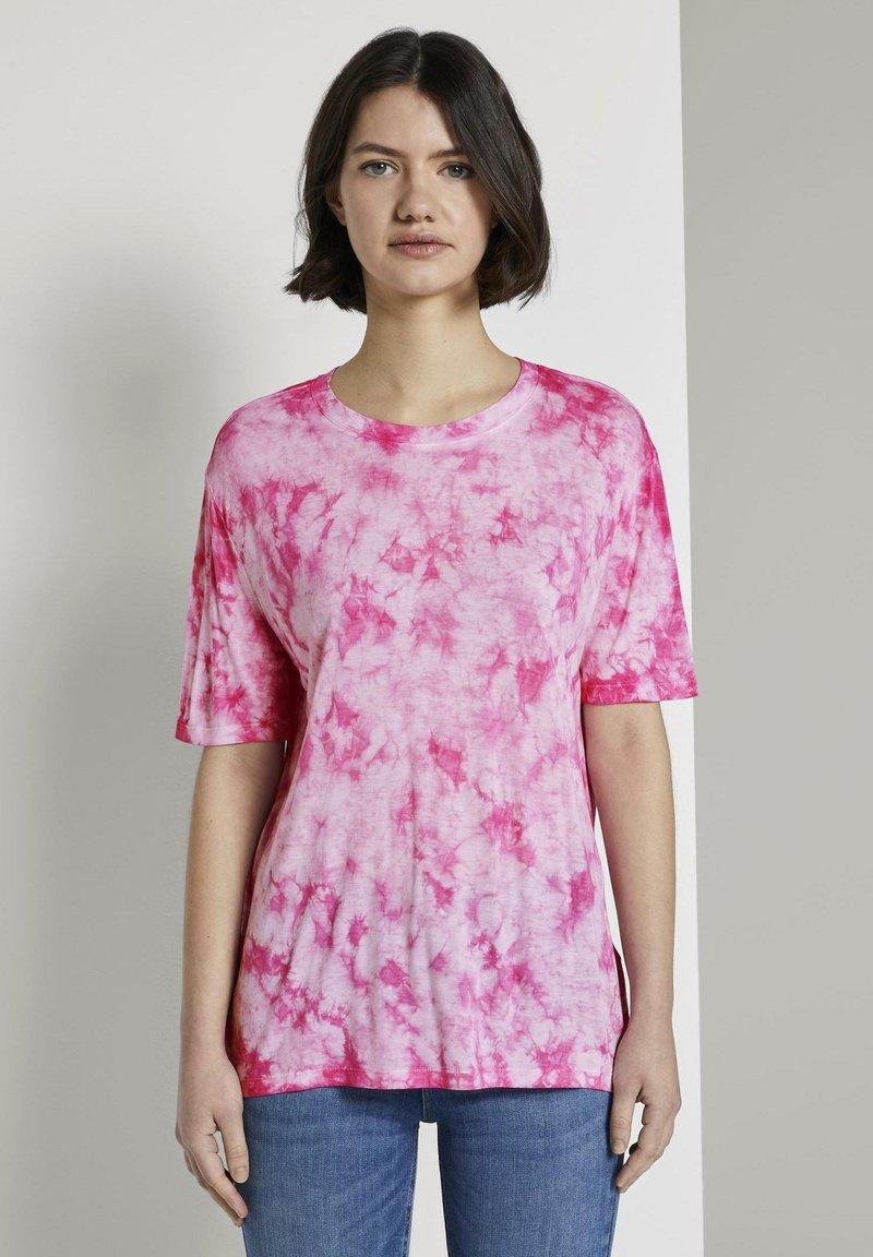 TOM TAILOR DENIM - T-SHIRT BATIK T-SHIRT - Print T-shirt - washed pink