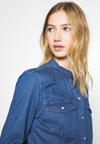 ONLY - ONLROCKIT LIFE - Button-down blouse - medium blue denim - 5