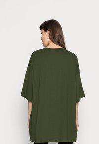Weekday - HUGE - Basic T-shirt - green dark - 2
