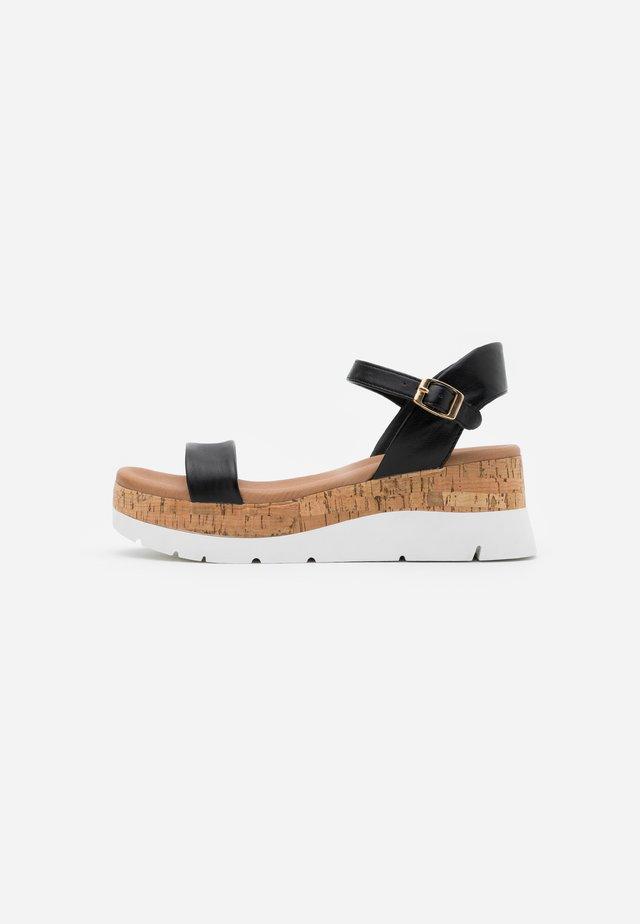ROXXIE WEDGE - Sandály na platformě - black