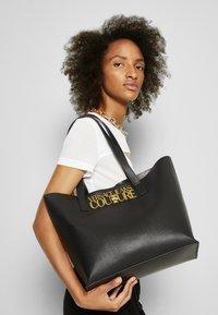 Versace Jeans Couture - SAFFIANO LOCK - Tote bag - nero - 4