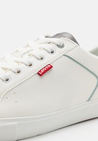 Levi's® - WOODWARD - Sneaker low - regular white - 5