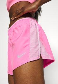 Nike Performance - kurze Sporthose - pink glow/pink rise/pink foam/wolf grey - 4