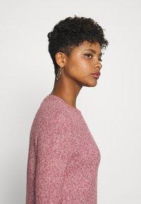Vero Moda - VMDOFFY O-NECK DRESS - Pletené šaty - cabernet/black melange - 4