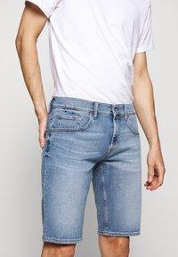 7 for all mankind - REGULAR HEMET - Denim shorts - light blue - 3