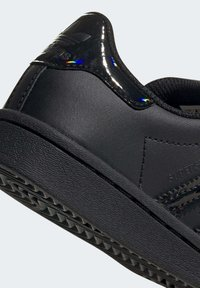 adidas Originals - SUPERSTAR SHOES - Sneakers laag - black - 6