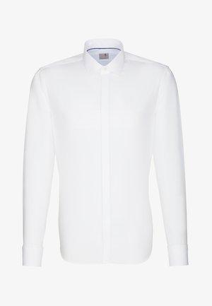 SHAPED FIT - Shirt - weiss