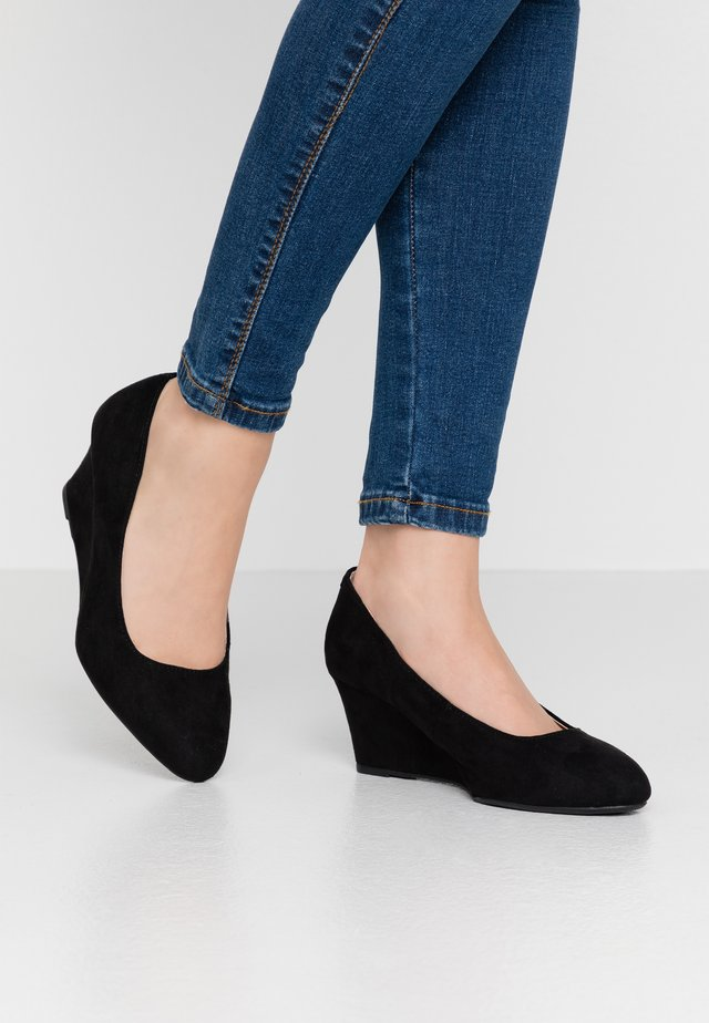 WIDE FIT DREAMER WEDGE COURT - Cuñas - black