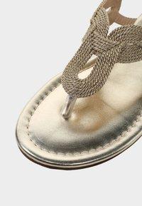 LASCANA - Sandalias de dedo - gold-coloured - 6