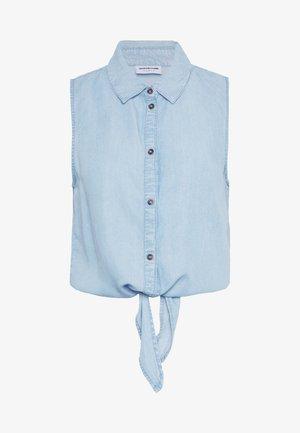 NMGARY ENDI TIE - Button-down blouse - light blue
