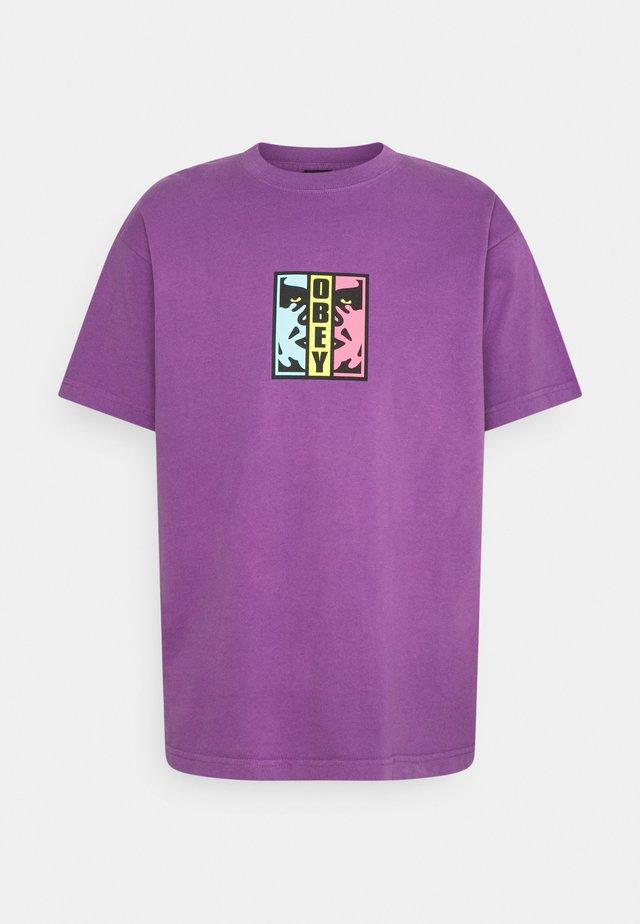 DIVIDED - T-shirt med print - purple nitro