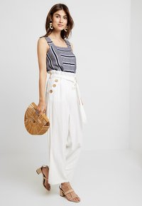 Vince Camuto - LIKE STRIPE TANK - Toppe - classic navy - 1