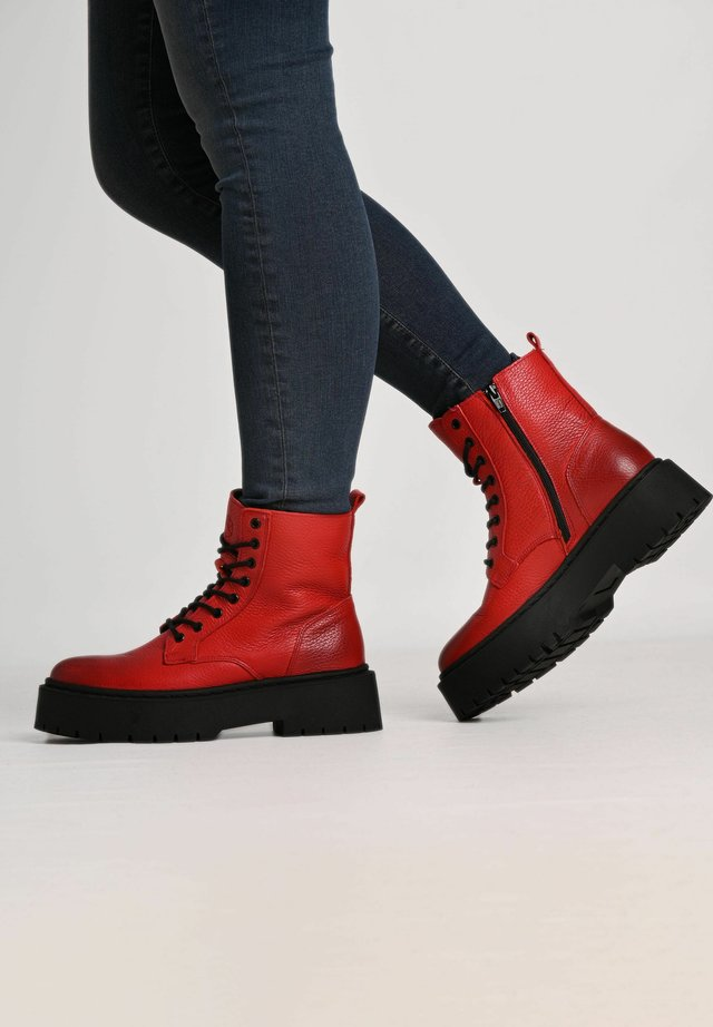 MARY - Lace-up ankle boots - red/ black