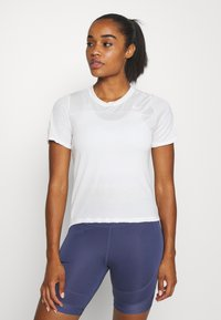 Nike Performance - BEST - Basic T-shirt - pale ivory/white - 0