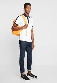 Calvin Klein - CONTRAST COLLAR - Polo shirt - white - 1