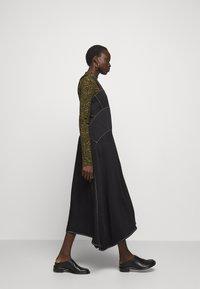Proenza Schouler White Label - RUMPLED DRESS - Robe d'été - black - 4