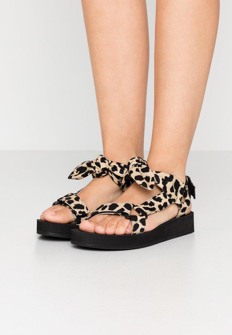 Loeffler Randall - MAISIE - Sandály na platformě - beige