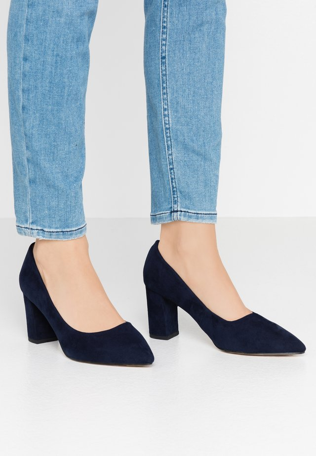 WIDE FIT DAKOTA CLOSED COURT - Tacones - navy