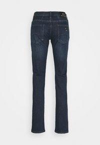Armani Exchange - POCKETS PANT - Slim fit jeans - indigo denim - 1