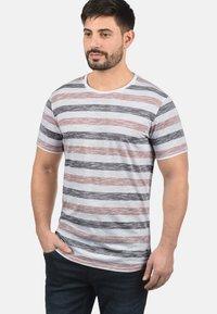Solid - RUNDHALSSHIRT TET - Print T-shirt - orange - 0