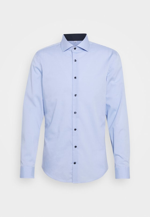 SLIM SPREAD PATCH - Zakelijk overhemd - hellblau