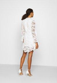 Never Fully Dressed - WHITE GEORGIA MINI DRESS - Kjole - white - 2