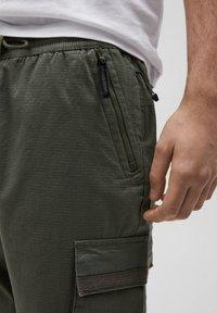 PULL&BEAR - Cargo trousers - khaki - 4