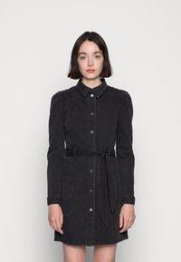Vero Moda - VMMAGGIE SHORT DRESS - Denim dress - black - 0