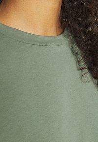 Even&Odd - Basic midi Jerseykleid - Jerseykjole - green - 4