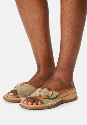 Sandaler - salvia