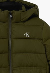 Calvin Klein Jeans - ESSENTIAL PUFFER JACKET - Zimní bunda - green - 4