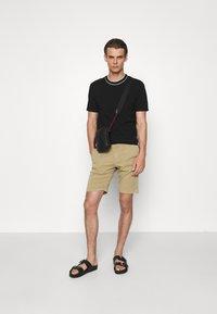 NN07 - CROWN - Shorts - khaki - 1