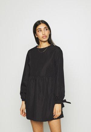 TIE CUFF SMOCK DRESS - Denní šaty - black
