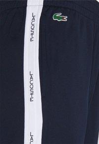 Lacoste Sport - TENNIS PANT BLOCK - Teplákové kalhoty - navy blau/weiß - 2