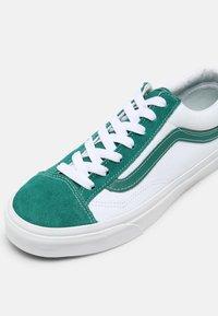 Vans - STYLE 36 UNISEX - Sneakers - cadmium green/true white - 6