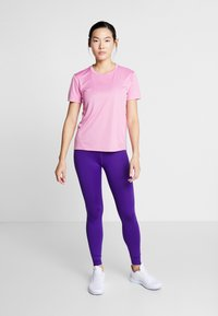 Nike Performance - MILER  - Print T-shirt - magic flamingo/silver - 1