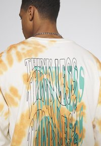 Urban Threads - GRAPHIC LONG SLEEVE TEE - Pitkähihainen paita - white - 4
