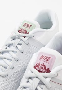 Nike Performance - CITY TRAINER 2 - Sports shoes - white/black/pure platinum/noble red/iced lilac/pistachio frost - 5