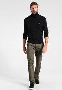Farah - GOSFORTH ROLL NECK EXTRA  - Stickad tröja - dark asphalt marl - 1
