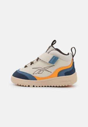 WEEBOK STORM UNISEX - Sneakersy niskie - beige