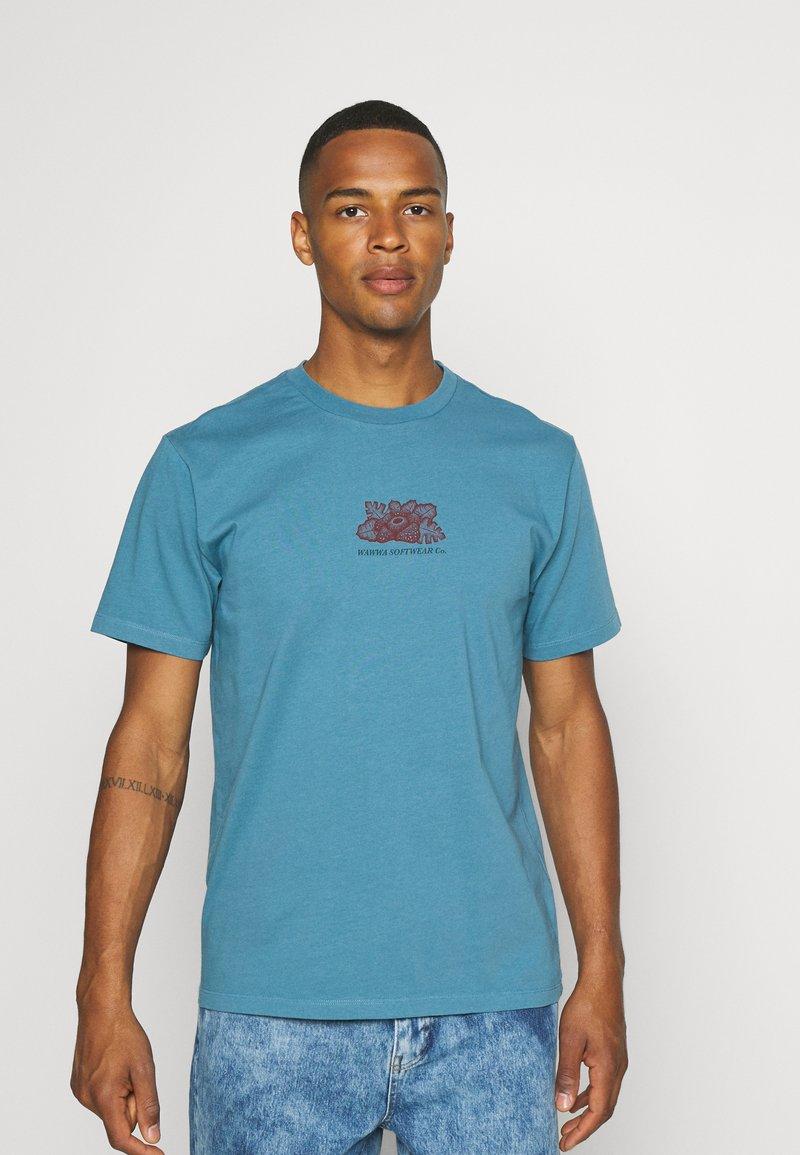 WAWWA - HARMONIA UNISEX - Print T-shirt - sky blue
