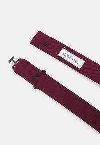 Calvin Klein - OXFORD SOLID BOW TIE - Motýlek - red - 2
