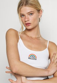 Hollister Co. - PRIDE CROP BABY CAMI - Top - white - 3