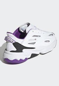 adidas Originals - OZWEEGO CELOX - Sneakers basse - white - 2