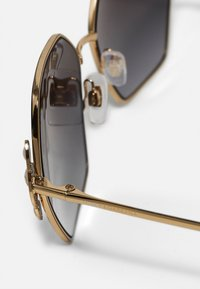 Dolce&Gabbana - Solglasögon - gold-coloured - 2