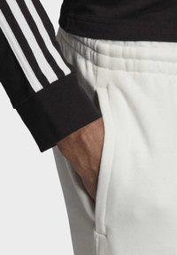 adidas Originals - R.Y.V. JOGGERS - Tracksuit bottoms - white - 5