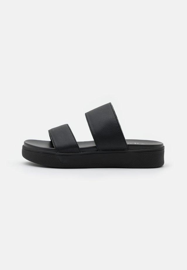 ANSARI - Klapki - black