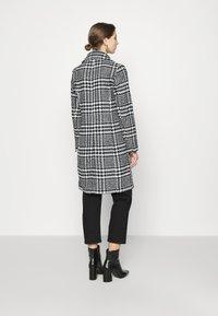 Forever New - JILLIAN HOUNDSTOOTH COAT - Classic coat - black & white - 2