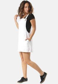 Rusty - Korte jurk - white - 1
